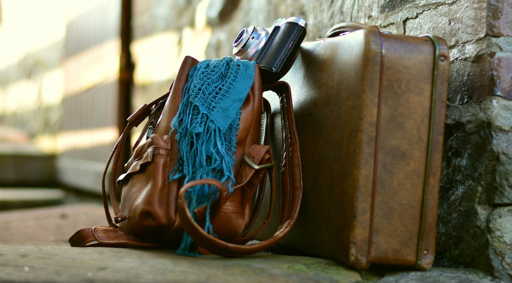 bolso y maleta de mano